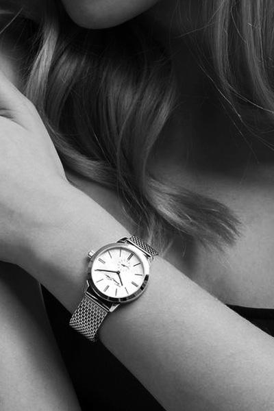 mujer-relojes-byn